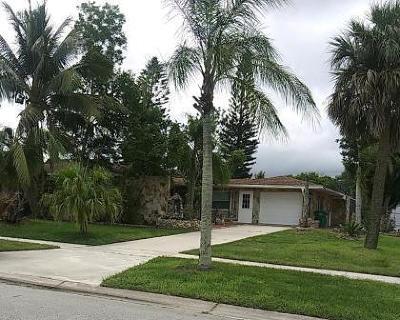 Port Saint Lucie Single Family Home For Sale: 168 SE SElva Court