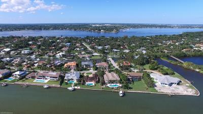 Sewalls Point Single Family Home Contingent: 7 Island Road
