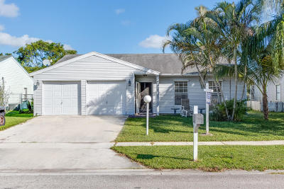 Lake Worth Single Family Home For Sale: 7835 Ridgewood Drive