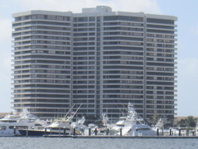 North Palm Beach Condo For Sale: 100 Lakeshore Drive #656