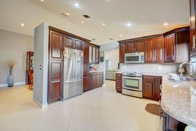 Boynton Beach Single Family Home For Sale: 9560 Majestic Way