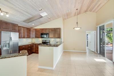 Palm Beach Gardens Single Family Home For Sale: 30 Selby Lane