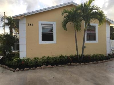 West Palm Beach FL Single Family Home For Sale: $170,000