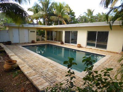 North Palm Beach Single Family Home Contingent: 2092 Palm Circle