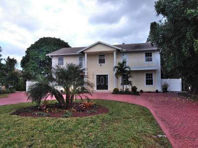Lake Worth Single Family Home For Sale: 6850 Eastview Drive