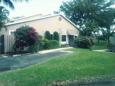 Deerfield Beach Single Family Home For Sale: 1956 Discovery Circle E