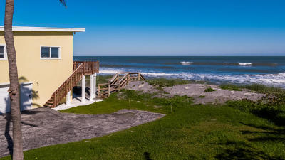Hobe Sound Single Family Home For Sale: 137 Beach