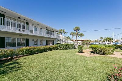 North Palm Beach Condo For Sale: 143 Yacht Club Drive #15