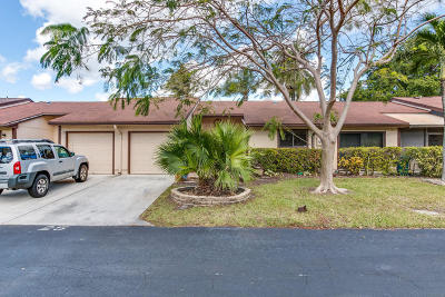 Boynton Beach Single Family Home For Sale: 25 Mayfair Lane