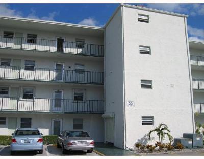 Palm Springs Condo For Sale: 729 Lori Drive #105