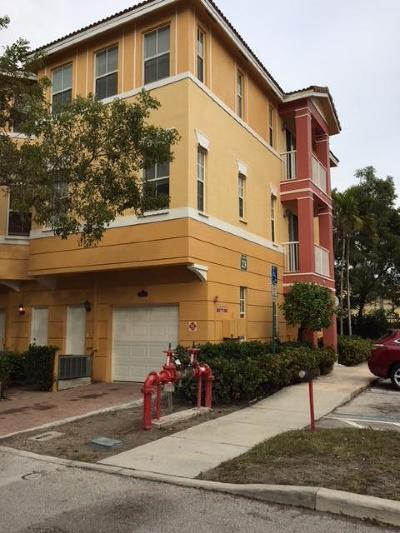 Royal Palm Beach Townhouse For Sale: 2330 Shoma Drive