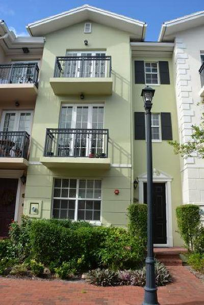 Delray Beach Townhouse For Sale: 1050 E Heritage Club Circle