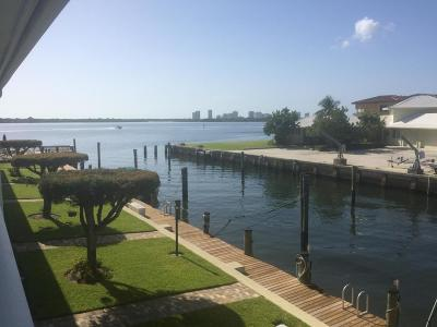 North Palm Beach Condo For Sale: 68 Yacht Club Drive #20