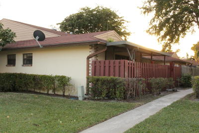 West Palm Beach Single Family Home For Sale: 4304 Woodstock Drive #B