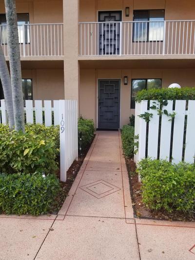 Delray Beach Condo For Sale: 6121 Pointe Regal Circle #109