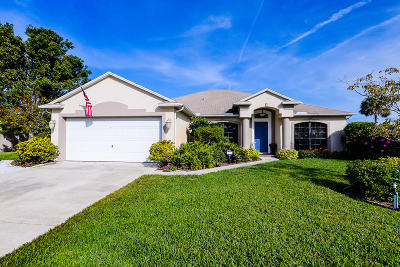 Port Saint Lucie Single Family Home For Sale: 422 NE Camelot Drive