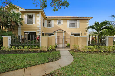 Prestwick Chase Townhouse For Sale: 390 Prestwick Circle #1