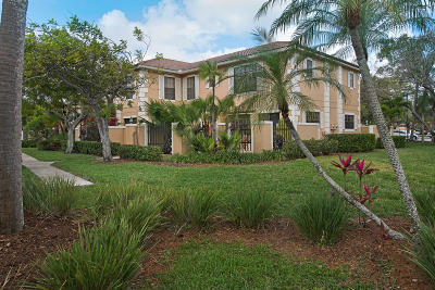 Palm Beach Gardens Townhouse Contingent: 358 Prestwick Circle #2