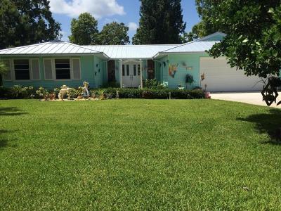 Jensen Beach Single Family Home For Sale: 468 NE Bayberry Lane