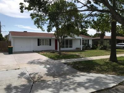 Lake Worth Single Family Home For Sale: 2602 Lake Osborne Drive