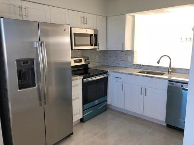 Delray Beach Condo For Sale: 7076 Huntington Lane #702