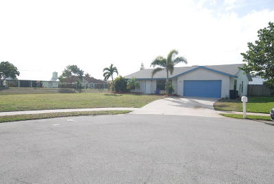 Tequesta Single Family Home Contingent: 49 Chapel Court