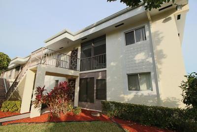 Delray Beach Condo For Sale: 6586 Southurst Terrace #104