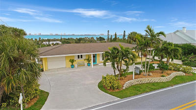 Jensen Beach Single Family Home For Sale: 4373 NE Skyline Drive