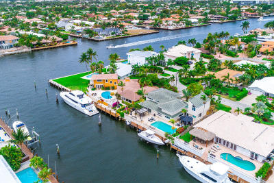Broward County Single Family Home For Sale: 39 Castle Harbor Island