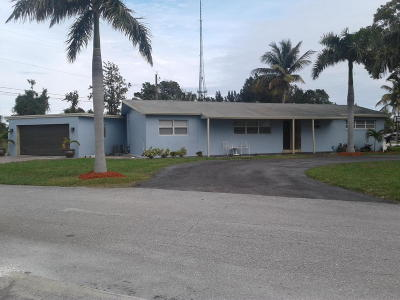 West Palm Beach Single Family Home For Sale: 5500 Lakeshore Drive