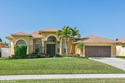 Hobe Sound Single Family Home Contingent: 8705 SE Pinehaven Avenue