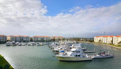 Fort Pierce Condo For Sale: 16 Harbour Isle Drive W #Ph5