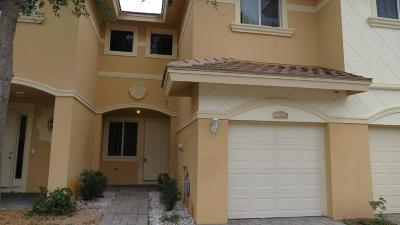 Lake Worth Townhouse Contingent: 4274 Coventry Pointe Way