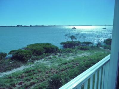 Fort Pierce Condo For Sale: 21 Harbour Isle Drive #305