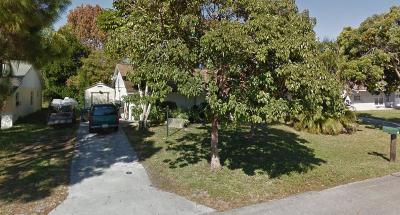 Stuart Single Family Home Contingent: 253 SE Norfolk Boulevard