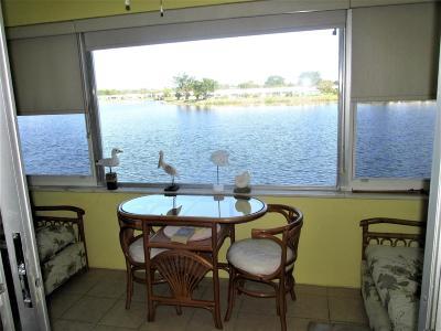 Boynton Beach Condo For Sale: 1118 Lake Terrace #211