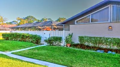 Palm Beach Gardens Townhouse For Sale: 5356 Eagle Lake Drive