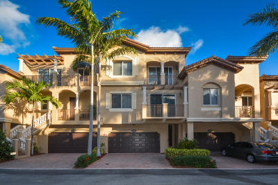 Boynton Beach Townhouse For Sale: 3040 Waterside Circle