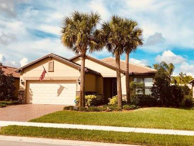 Single Family Home For Sale: 215 SE Courances Drive