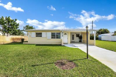 Hobe Sound Single Family Home Contingent: 8438 SE Pine Circle
