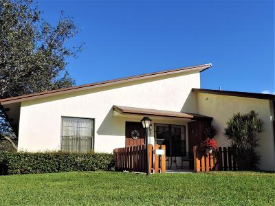 Hobe Sound Single Family Home Contingent: 7923 SE Villa Circle #2729