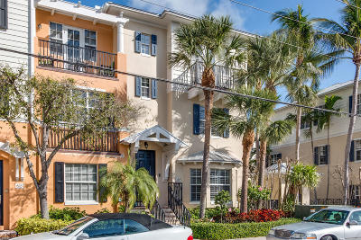 Delray Beach Townhouse For Sale: 516 S Mallory Circle