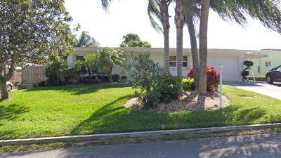 Jensen Beach Single Family Home For Sale: 2328 NE Center Circle