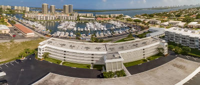 North Palm Beach Condo For Sale: 907 Marina Drive #305