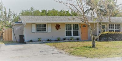 Martin County Single Family Home For Sale: 40 SW Hideaway Place