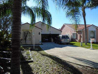 Greenacres Single Family Home For Sale: 117 S Applewood Drive