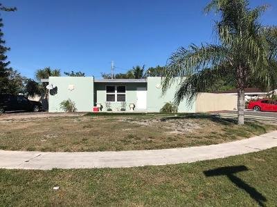 Lake Worth Single Family Home For Sale: 400 Lawrence Road