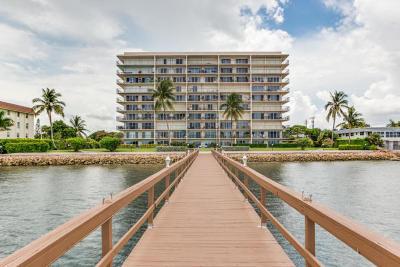 West Palm Beach Condo For Sale: 3040 Lake Shore Drive #504