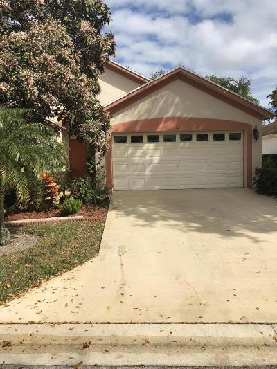 Greenacres Single Family Home For Sale: 225 Trails End