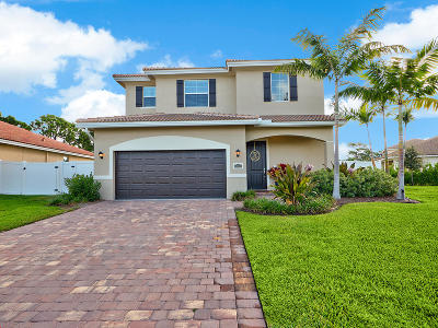 Jensen Beach Single Family Home Contingent: 3253 NE Agave Court